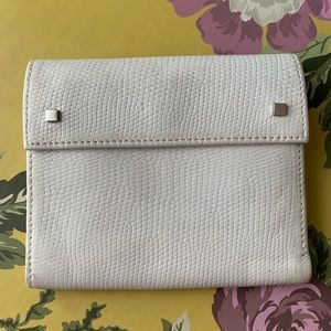 ⭐️ Banana Republic white studded leather wallet ⭐️